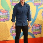 Wearing a very casual outfit for the 2014 Nickelodeon Kid's Choice Awards. (Photo: WENN)