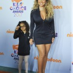 If daddy and son can twin, so can mommy and daughter! Mariah Carey and Monroe Cannon wore this matching Adidas outfits at the 2017 Nickelodeon's Kids' Choice Awards. (Photo: WENN)