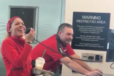 """Flight Attendant Spreads Holiday Cheer With Beautiful Rendition of """"I'll Be Home For Christmas"""""""