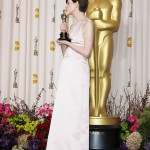 Anne Hathaway posing with her award Oscar at the 2013 ceremony. (Photo: WENN)