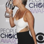 Kaley Cuoco celebrating after winning Favorite Comedic TV Actress at the 2015 People's Choice Awards. (Photo: WENN)
