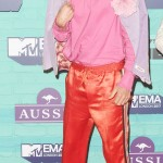 Jared made an eye-catching display in a hot pink blouse, paired with a suede lilac jacket with floral detailing and orange tracksuit bottoms at the MTV EMAs 2017 red carpet. (Photo: WENN)