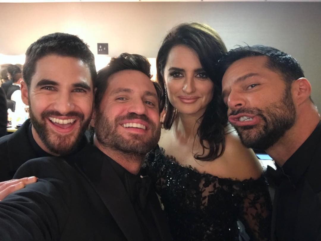 "The cast of ""The Assassination of Gianni Versace"" got together behind-the-scenes at the Golden Globes for a quick photo before they presented. (Photo: Instagram)"