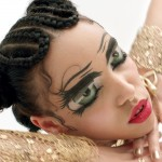 FKA Twigs is not afraid to be bold when it comes to makeup. Whether it is a Coachella-inspired look or a fierce winged eyeliner, she always takes her makeup to the next level! (Photo: Instagram)