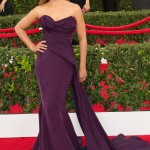 Camila Alves stunned in a grape velvet mermaid Donna Karan dress at the red carpet of the SAG Awards 2015. (Photo: WENN)