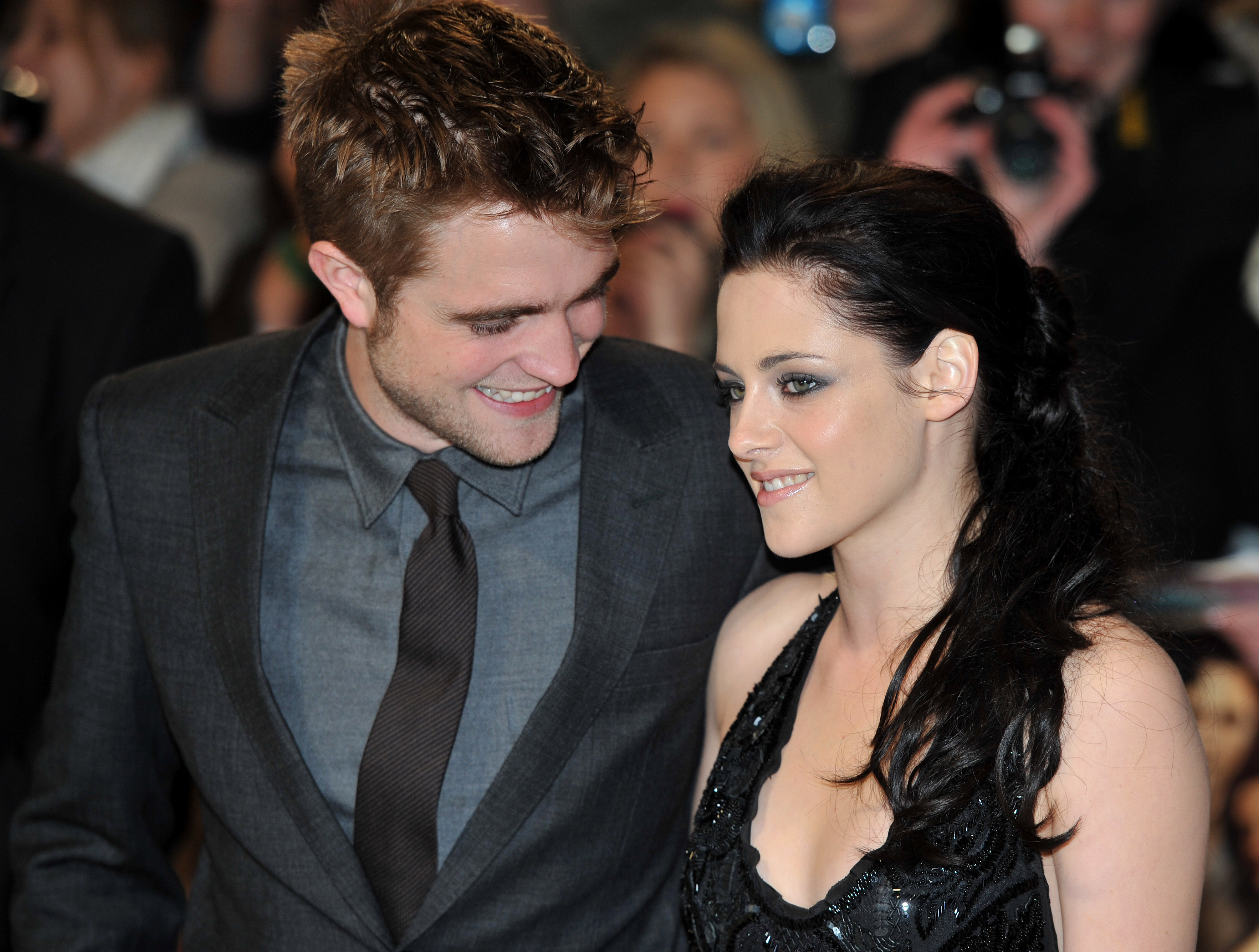 Oh, boy, it's 2009 all over again! Check out some of the best reactions to the rumors that Robsten might be back on! (Photo: WENN)