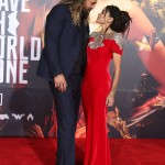 """Aquaman"" star Jason Momoa lost in a sea of love with wife Lisa Bonet at the premiere of Justice League. (Photo: WENN)"