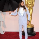 Jared Let being his usual quirky self, posing with an umbrella at the red carpet of the 87th Academy Awards. (Photo: WENN)