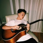 Besides singing, Jacob is very good playing the guitar. (Photo: Instagram)