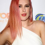 Rumer Willis looked like the ultimate rocker-girl with a vibrant pink hair at the 2014 Night Out For Trevor. (Photo: WENN)