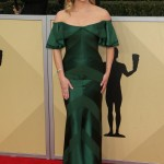 Reese dazzled in a green silky geometric gown by Zac Posen at the red carpet of the 2018 Screen Actors Guild Awards. (Photo: WENN)