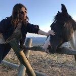 Anna Kendrick made a new equine friend. (Photo: Instagram)