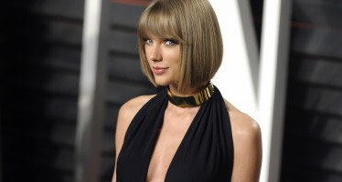 """Twitter Feels Personally Offended By Taylor Swift's Country Rendition Of Earth, Wind & Fire's """"September"""""""