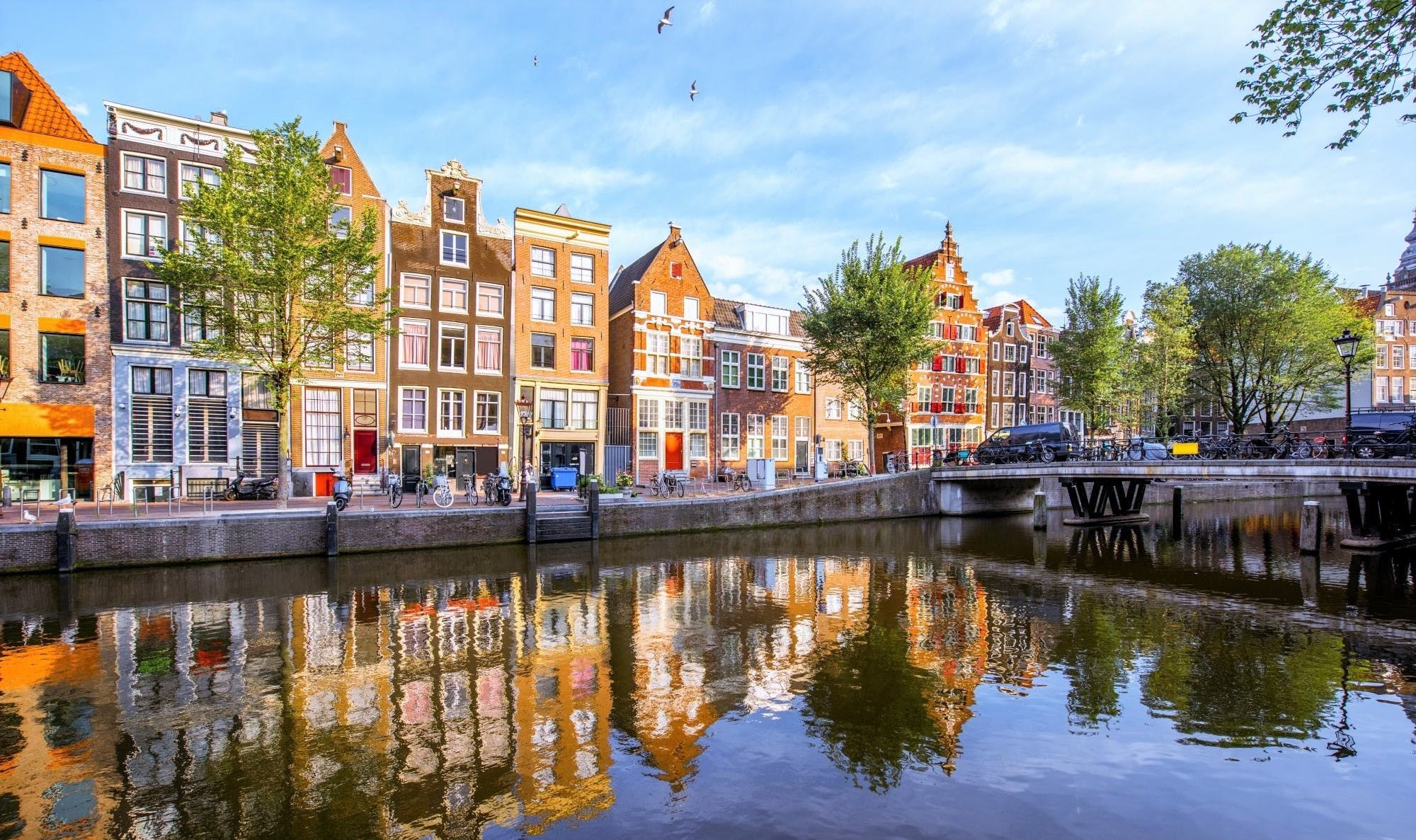 With beautiful architectural designs from the 16th and 17th century, Amsterdam is the perfect city for romanticism! (Photo: Release)