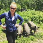 "Amy Schumer posed with a ""bunch a pigs,"" and couldn't look any happier about it. (Photo: Instagram)"
