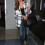 Miranda looking effortlessly chic in a black and white plaid jacket and skinny jeans as she arrived at the Los Angeles International airport. (Photo: WENN)