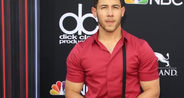 Nick Jonas' Super Ripped Biceps Have Twitter Burning Up!