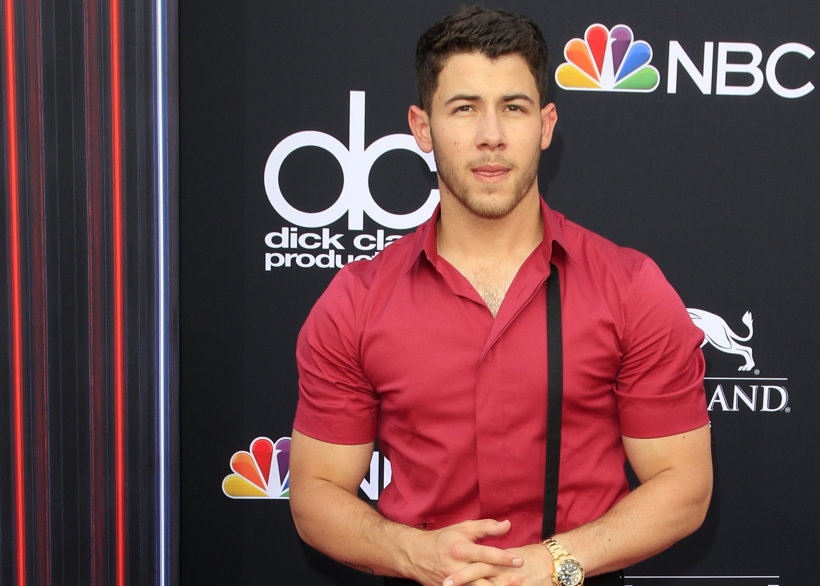 Click through our photo gallery to see the funniest tweets about Nick Jonas super ripped look. (Photo: WENN)