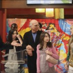 "Larry David and his real-life daughters Cazzie and Romy made an appearance with him in ""Hannah Montana"". The joke was that the teenage pop sensation was actually more famous than the creator of ""Seinfeld"" and ""Curb You Enthusiasm."" LOL. (Photo: Release)"