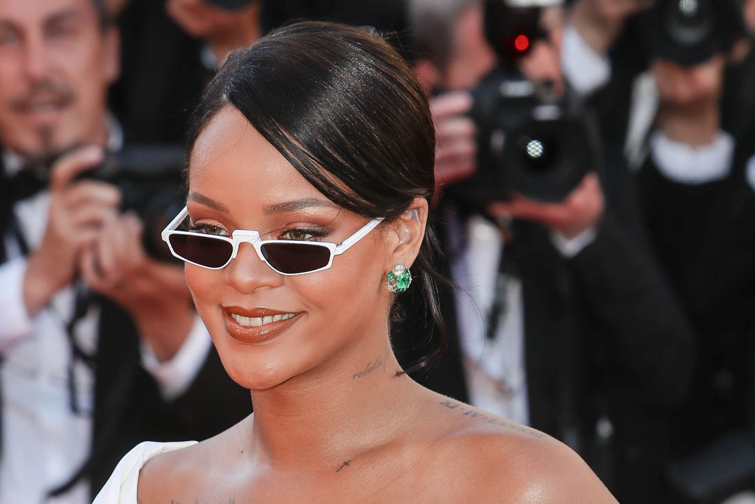 Here are 10 A-listers who'll teach you how to rock this year's Matrix-inspired tiny sunglasses trend. (Photo: WENN)