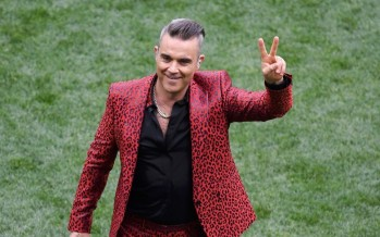 Robbie Williams Flipped Off The Entire World And Twitter Can't Handle It