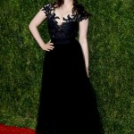 Kat donned a vampy, waist-hugging gown with black lace top and matching tulle skirt at the 2015 Tony Awards red carpet. (Photo: WENN)