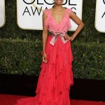 Zoe Saldana hit the red carpet of the 2017 Golden Globe Awards in a beautiful pale pink and scarlet red silk chiffon dress by Gucci. (Photo: WENN)