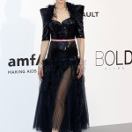 Kidman made a statement in a show-stopper black gown by Chanel adorned with sequins, feathered collar, and a bright pink belt at the 2017 amfAR gala. (Photo: WENN)