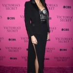 The beautiful model kept it elegant in a black blazer, wide-leg pants and bejeweled corset top by Balmain at the intimate viewing party for the 2017 Victoria's Secret Fashion Show. (Photo: WENN)