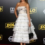 "Sofia Vergara stunned in a strapless white ruffle dress by Oscar de la Renta with handwritten notes detailing at the premiere of ""Solo: A Star Wars Story."" (Photo: WENN)"