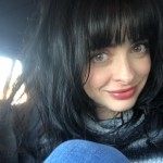 Can you believe this Krysten Ritter's pinup-y fringe look was done with her own hands? Layer and bowl cut by herself… for free! (Photo: Instagram)