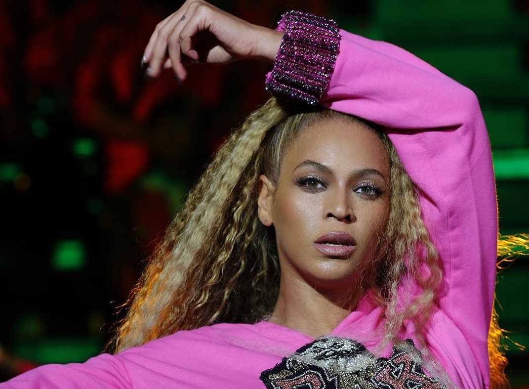 In honor of her 37th birthday—why this day still isn't a global holiday is beyond me—here are 10 reasons why Beyoncé is so amazing and arguably the queen of absolutely everything. (Photo: Instagram)