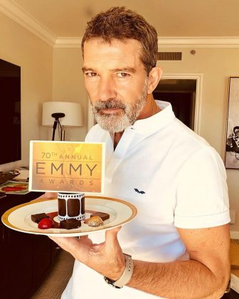Antonio Banderas enjoying a nice little touch ahead of the 2018 Emmys. (Photo: Instagram)