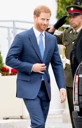 Women love financial stability, and Meghan Markle has definitely hit the jackpot on this one. With *at least* 25 million to Harry's name, Meghan will never have to worry about money ever again! (Photo: WENN)