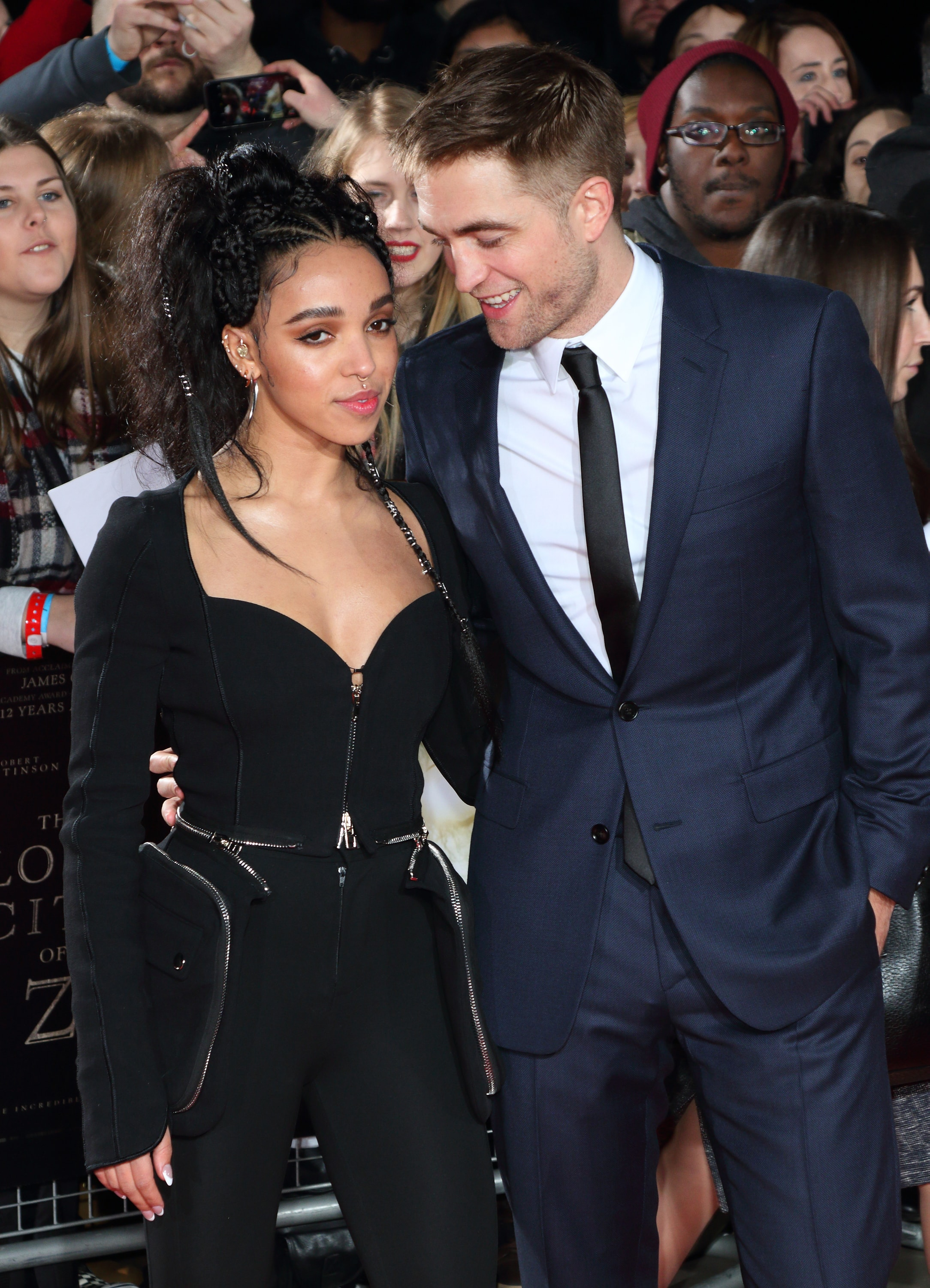 who is robert pattinson currently dating