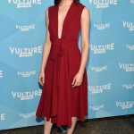The 32-year-old star stunned at the 2017 Vulture Festival in a chic and sexy plunging burnt red cocktail dress. (Photo: WENN)