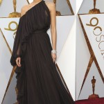 The actress looked like a Grecian goddess in a one-shoulder draped Giambattista Valli black gown at the red carpet of the 2018 Oscars ceremony. (Photo: WENN)