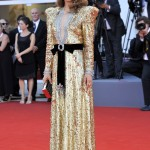 """Natalie Portman attended the premiere of her latest movie """"Vox Lux"""" commanding attention in a plunging sequined gold gown with a black velvet bow cinching her waist. (Photo: WENN)"""