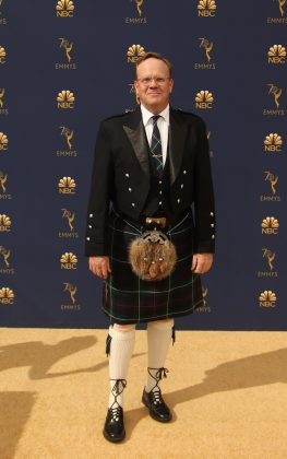 """Black-ish"" actor Peter Mackenzie took his pride of Scotland to the extreme wearing a classic kilt to the Emmys 2018 red carpet. (Photo: WENN)"