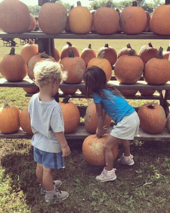 "It took a sweet sibling effort for Jessie James Decker and husband Erick Decker's older children to find their favorite pumpkin. ""Teamwork,"" the singer captioned the picture. (Photo: Instagram)"