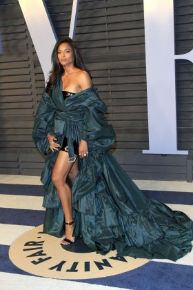 The singer brought the drama in her Oscar after party dress—a sexy statement aquamarine silk voluminous gown by Alexandre Vauthier. (Photo: WENN)