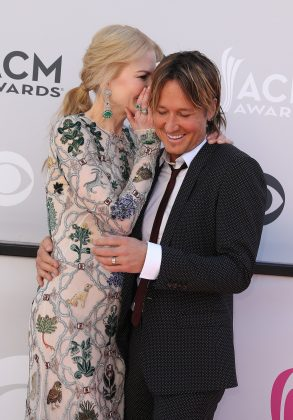 Nicole whispering something funny to Keith at the 2017 Academy of Country Music Awards. (Photo: WENN)