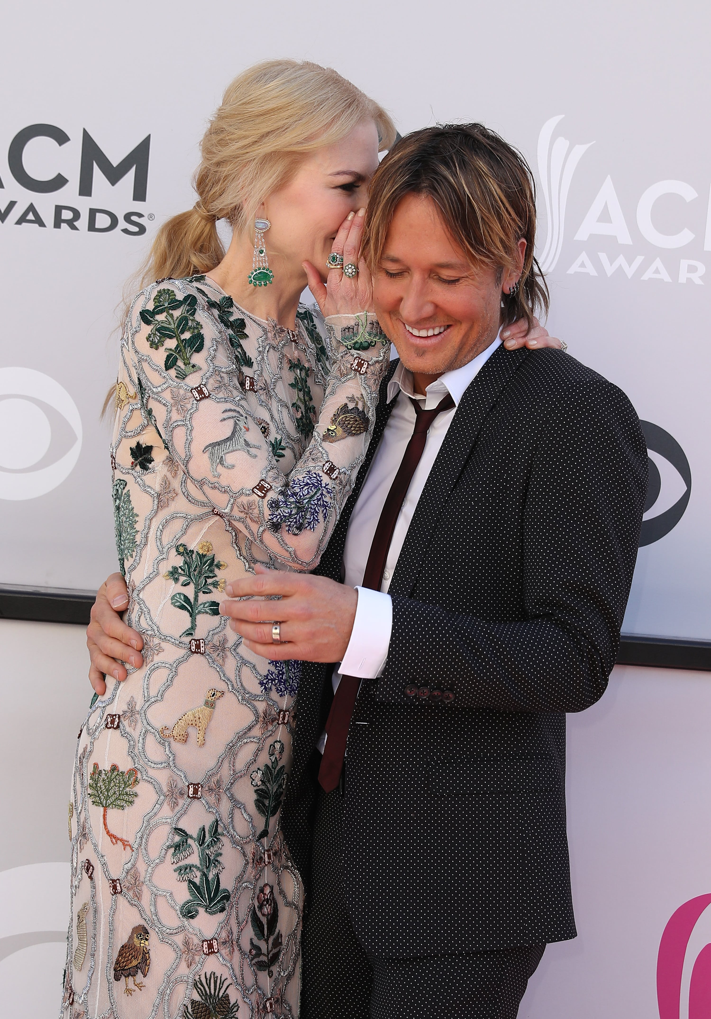 Nicole whispering something funny to Keith at the 2017 Academy of Country Music Awards. (