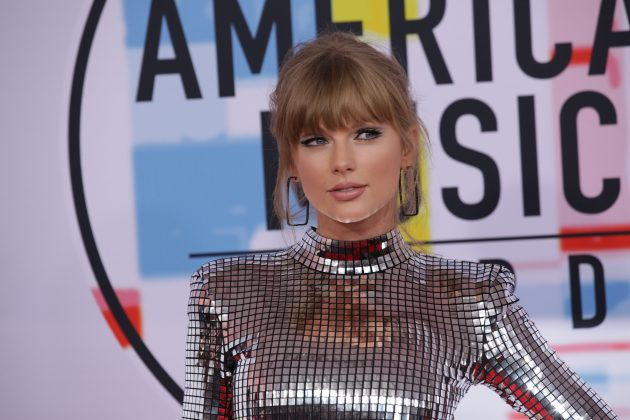 The only way we'd ever be able to crash Taylor Swift's AMAS after party is in our wildest dream. And through this Instagram sneak peeks, of course. (Photo: WENN)