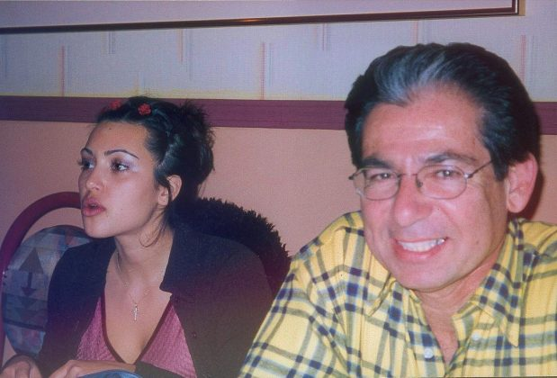 A very thin eyebrowed Kim and her dad when she was just turning 18. (Photo: Instagram)