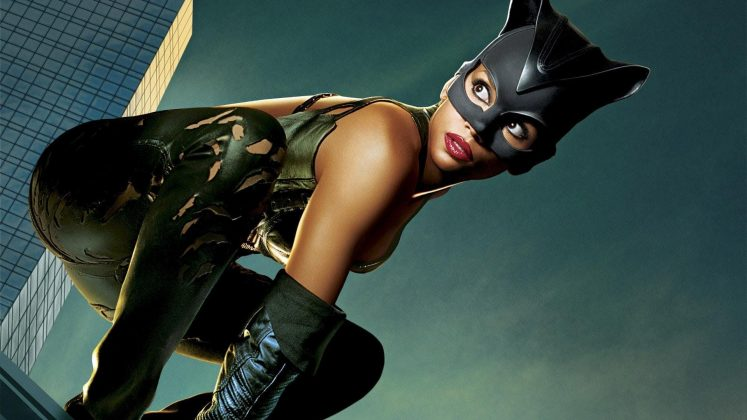 "The faults in ""Catwoman"" go way beyond any comic nitpicking (like the fact that he real name in the movie isn't even Selina Kyle.) The effects, the acting, the dialogue, the plot (which involve poison skincare). It's all just too bad. (Photo: Release)"