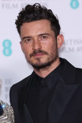 """Orlando Bloom posted a picture of his street, which looks very close to the flames. """"Praying for the safety of all my Malibu fam,"""" he wrote. (Photo: WENN)"""