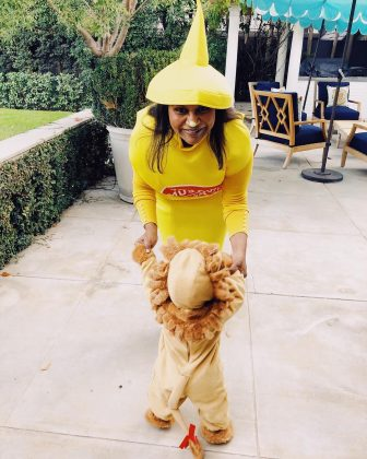 "Mindy Kaling donned a mustard-bottle costume and gave us a glimpse of her ""little lion."" (Photo: Instagram)"
