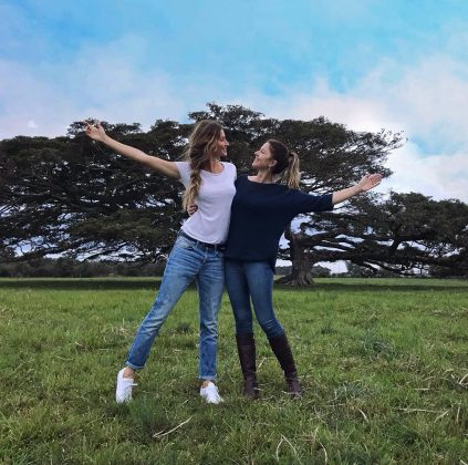 Model Gisele Bundchen spent Thanksgiving with her family, and posted this simple yet heartfelt picture with her sister. (Photo: Instagram)