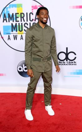 The actor looked casually cool in an army-green ensemble which he wore to the red carpet of the 2017 American Music Awards. (Photo: WENN)